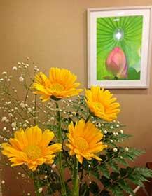 受付の花と蓮の写真